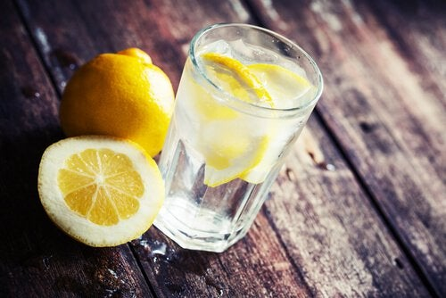 Лимонная вода поможет сбросить вес