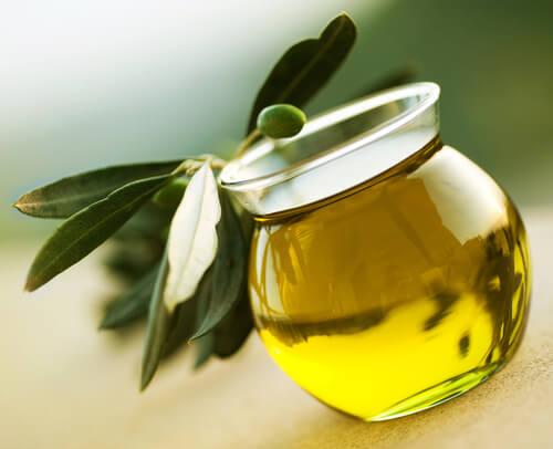 Оливковое масло против ломкости ногтей