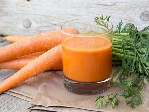 Морковный сок помогает похудеть