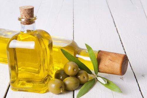 Оливковое масло и сухая кожа рук