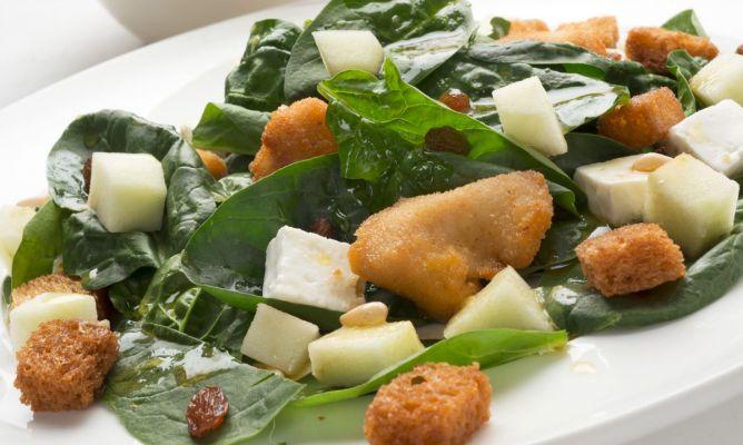 Салат из шпинат содержат железо