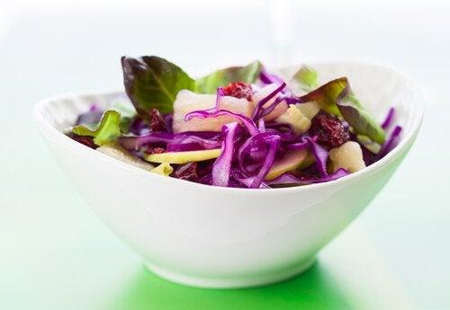 Салат из овощей улучшит почки