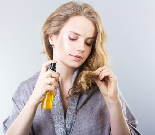 Уход за волосами: спреи и сыворотки