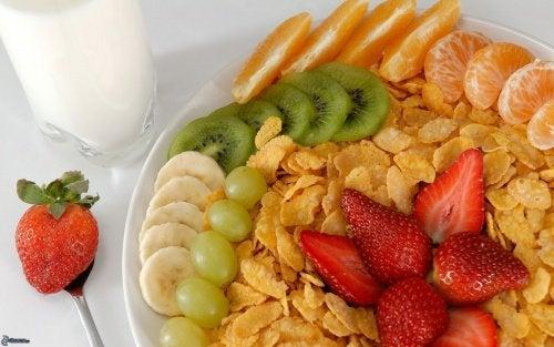 Здоровый завтрак из фруктов