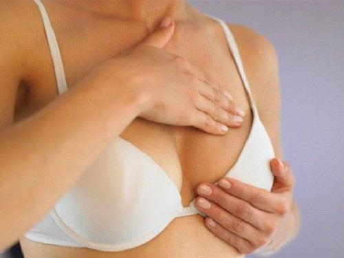 Что означают уплотнения в груди?
