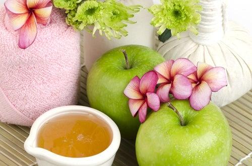 Маска из яблока, предотвращающая старение кожи