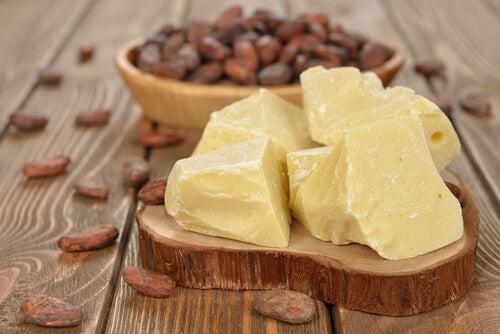Масло какао удаляет растяжки