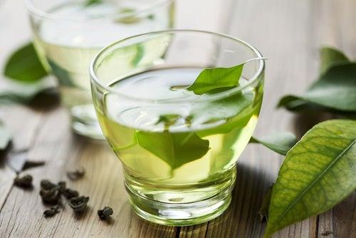 Зеленый чай помогает при проблемах с ротовой полостью