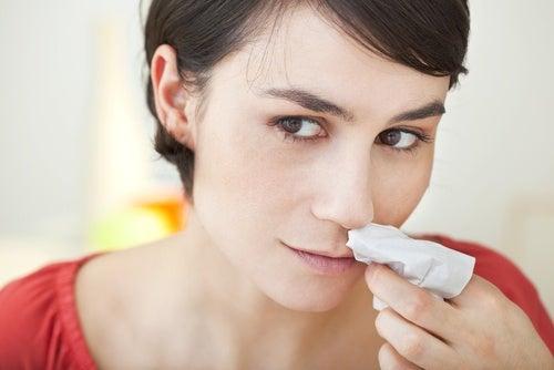 Что делать, если у вас идет кровь из носа?