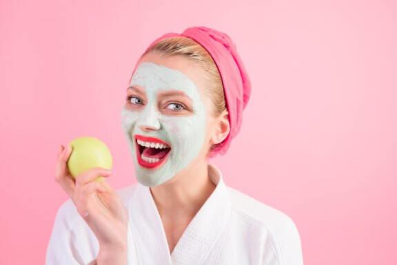 Яблочная маска поможет остановить старение кожи!