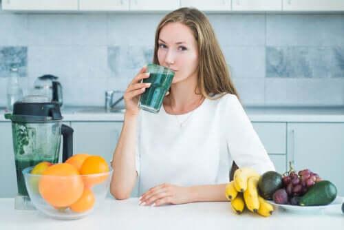 4 натуральных сока, которые сделают пятна на лице менее заметными