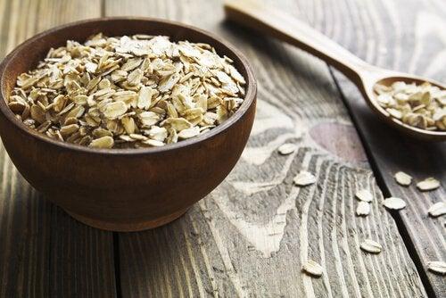 Овсянка помогает снизить высокое артериальное давление.