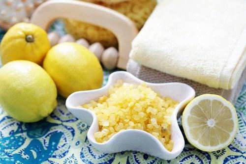 Лимон и скраб для тела