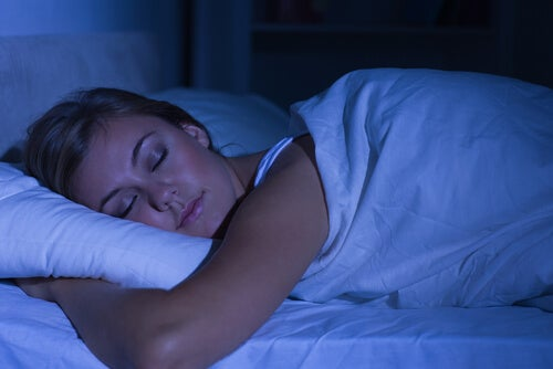 Здоровый сон убирает темные круги и мешки под глазами