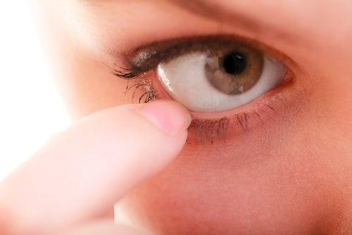 Зуд и жжение в глазах: помогут 10 натуральных средств