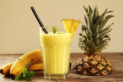 Коктейли и соки из тропических фруктов