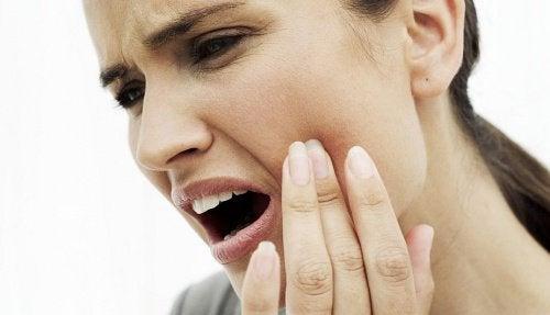 Секс зубы боль