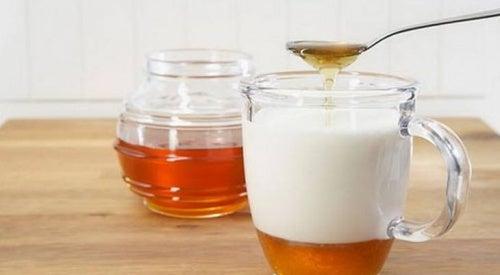 Миндальное молоко и мед