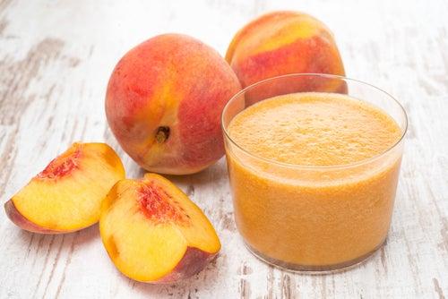 Персик и смузи