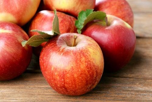 Яблоки защитят желудок