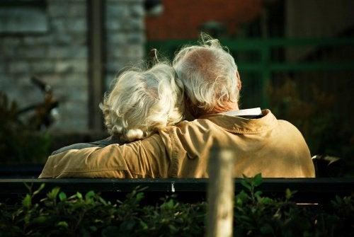 Пожилые люди и болезнь Альцгеймера