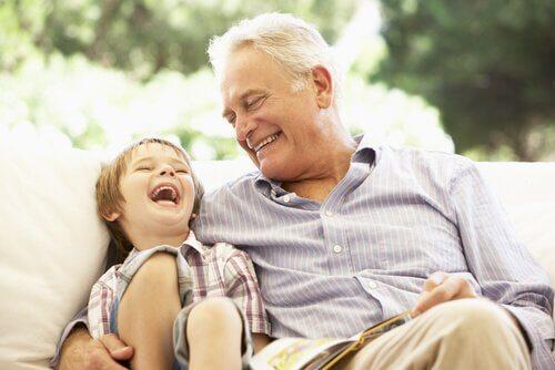 Дедушка с внуком