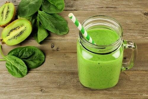 Киви шпинат и латук помогут понизить высокое давление