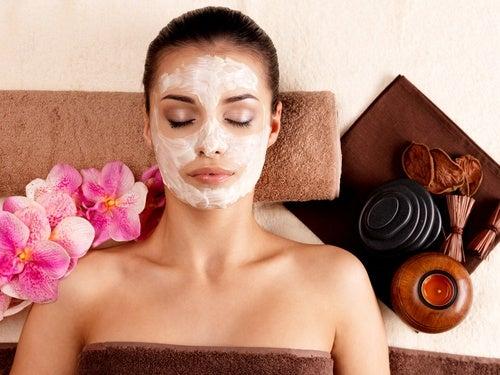 Заживляющая и омолаживающая маска для лица: как сделать ее в домашних условиях?