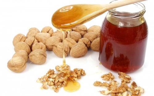 Мед и орехи полезны