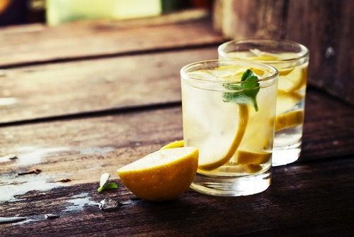 Напиток из лимона и сахара