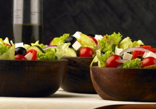 Салат по-гречески с томатами черри