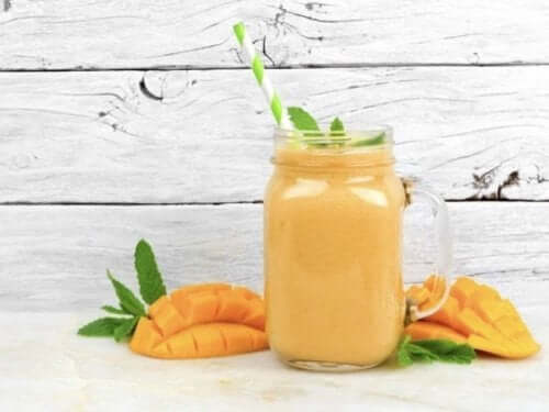 Энергетический смузи из манго