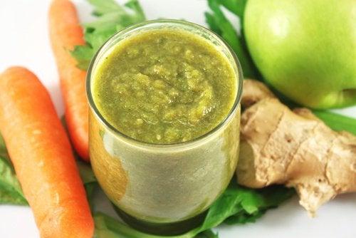 Сочетание яблок и моркови с сельдереем поможет тебе снизить уровень холестерина в крови и регулировать артериальное давление,
