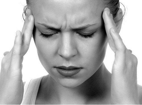 Хронический стресс утомляет и истощает человека
