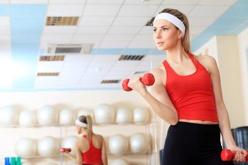 Упражнения и плечи