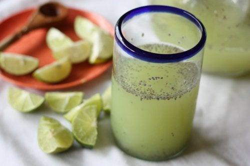 Вода из семян чиа с лимоном поможет похудеть