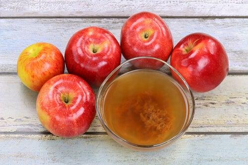 Яблочный уксус и стопа атлета