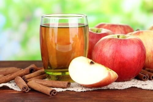 Яблоко и корица очистят почки