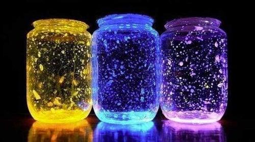 Как сделать фонарик для украшения дома из обычной банки