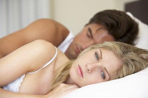 Боль во время коитуса и кисты яичников