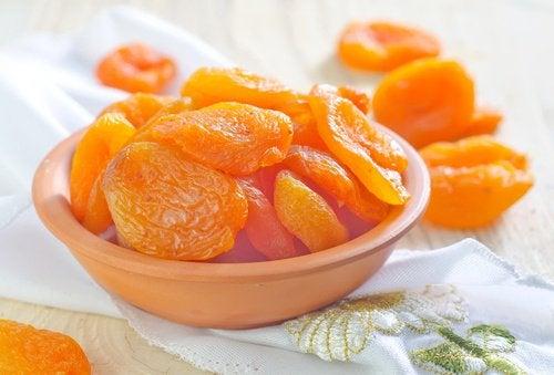 Эксфолиант из абрикосов и меда удалит нежелательные волосы