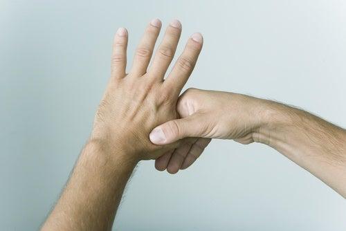 Нажимай на пальцы и снимай стресс