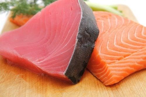 Красный тунец и другая морская рыба