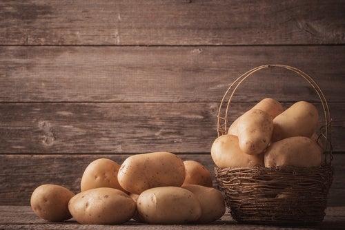 Картофель не стоит класть в холодильник