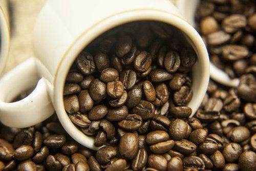 Кофейные зерна и запах лука