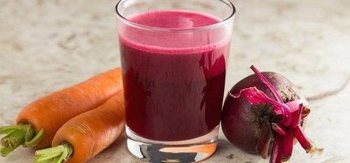 Свекла и морковь: очищающий коктейль для печени и крови