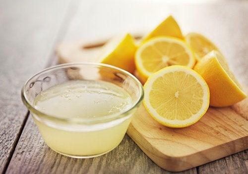 Лимон и лимонная вода