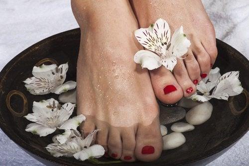 Сухая кожа стоп и ванночка для ног