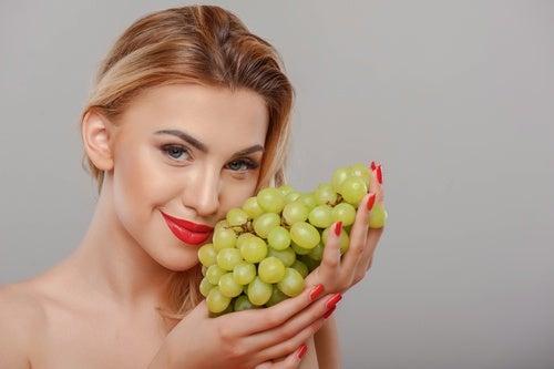 Виноград позволяет нам сохранить молодость кожи