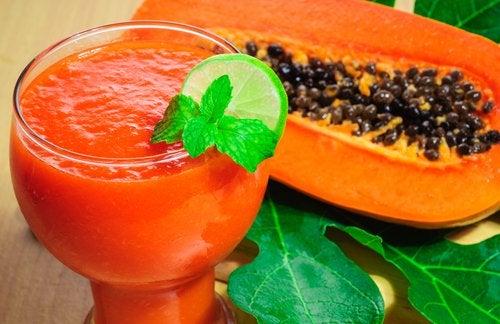 Желудок и коктейль из папайи